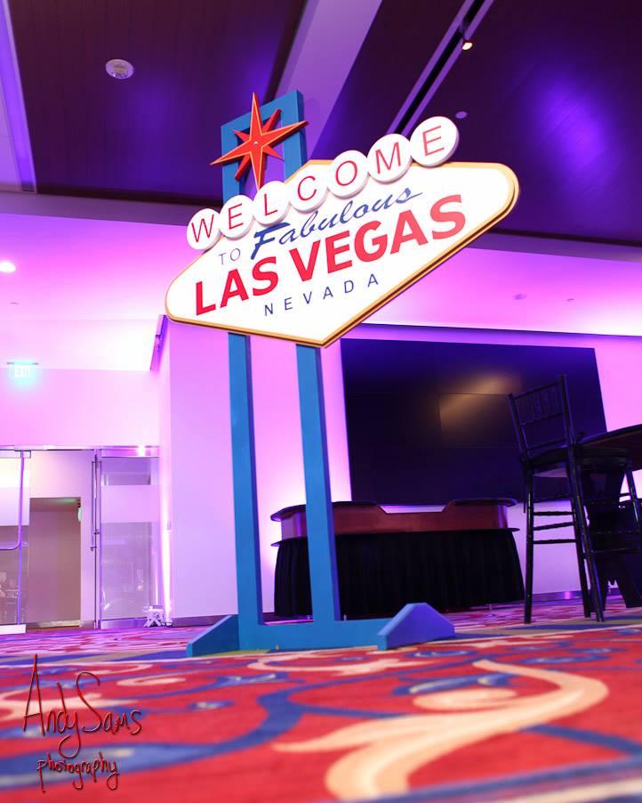 Las Vegas Sign 9ft tall.jpg