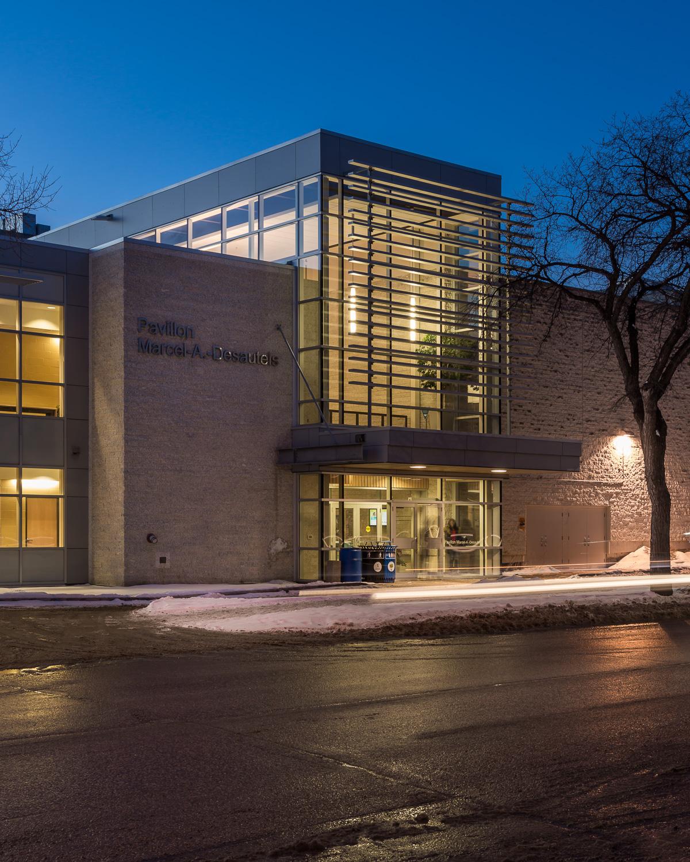 Centre de Santé Marcel A. Desautels, exterior photo of east building entrance / Photo:  Lindsay Reid