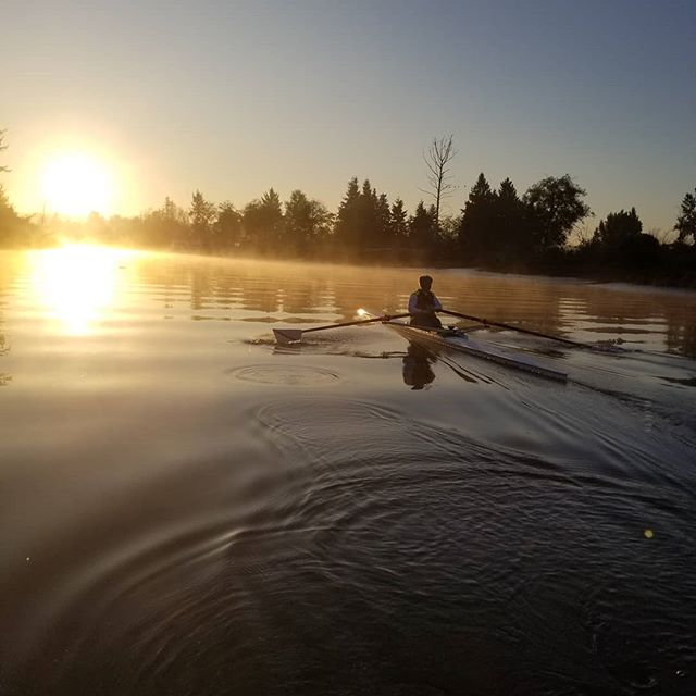 A single on a river of sun. Only the best water for our morning masters! #sunriver #rowing #crew #everettrowing