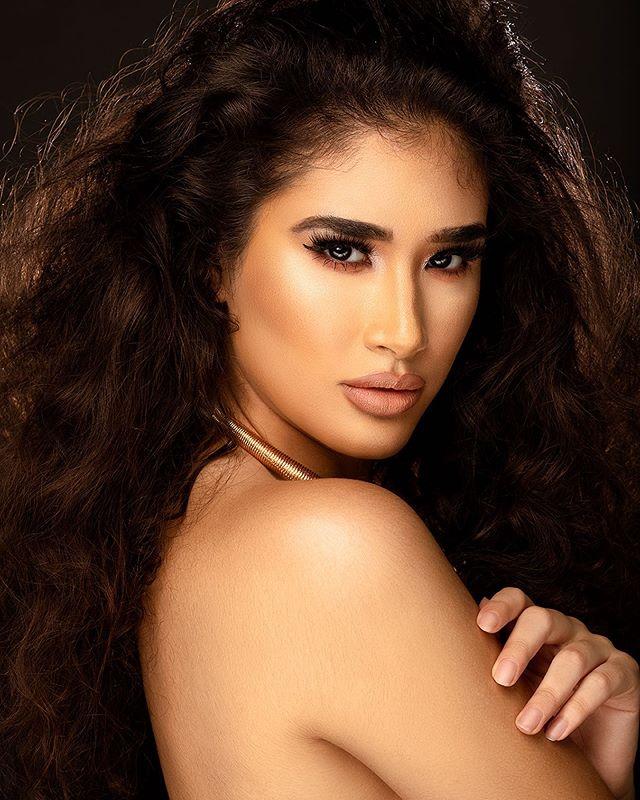 Heidi (1/3)  Model: @xairehyslop  Makeup: @therealjahq  Hair: @bynasetia  Styling: @gabthestylist  Agency: @saltmodel