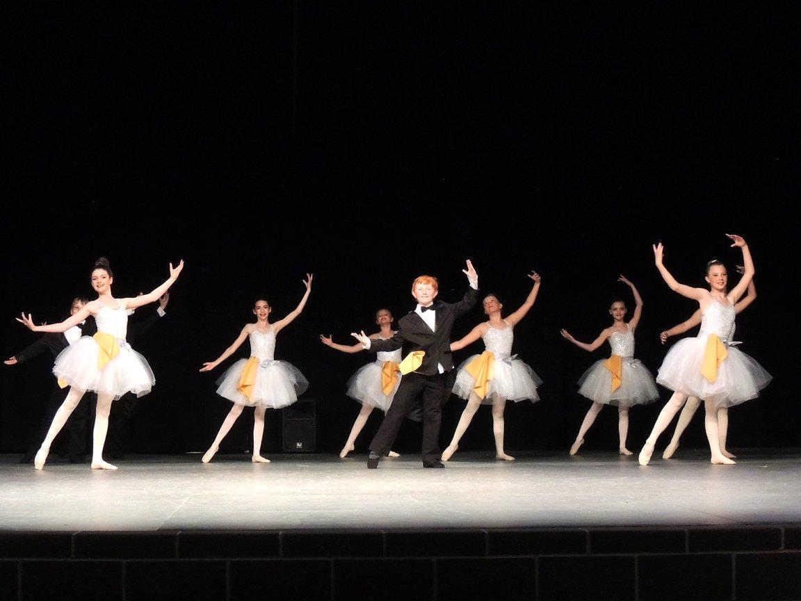 beauty in the beast ballet 3.jpg