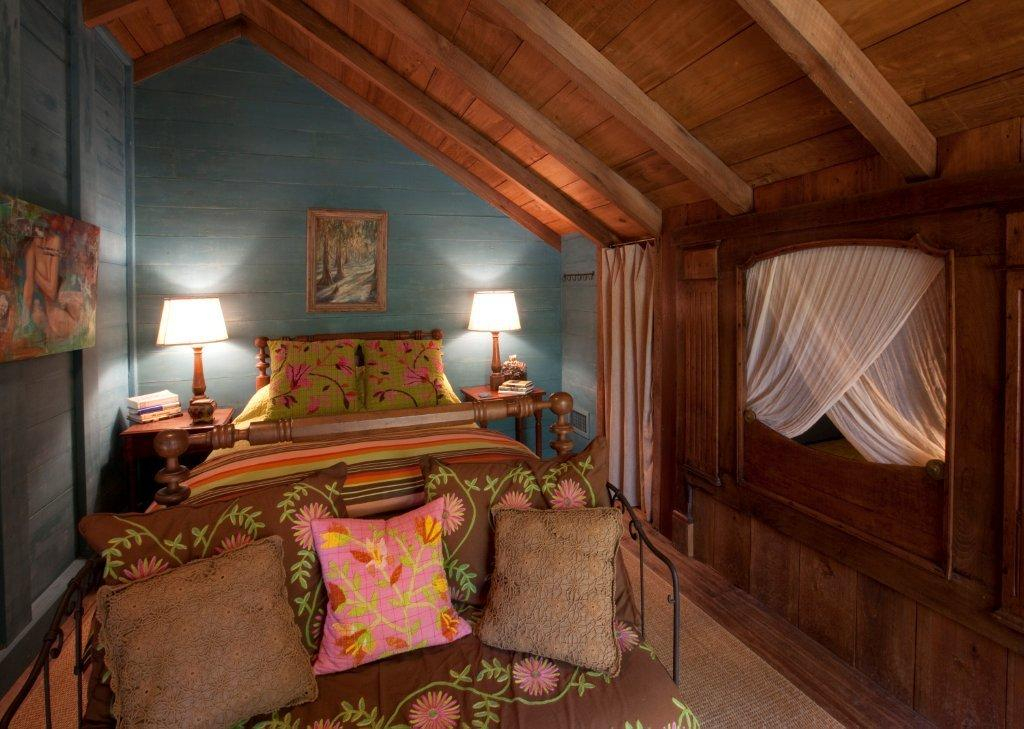 small bedroom.jpg