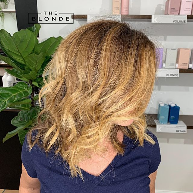 """I love when clients aren't afraid of warm tones. Most of my requests are to create neutral-icey colors. Now and then I'll get a client asking for richness and warmth and I absolutely love it. Here's a golden blonde balayage on a auburn base color. This color just screams """"goooldd!"""" . . . #coralgableshair #coralgablessalon #balayagemiami #miamibalayage #goldenbalayage #sunkissedhair #coralgableshairsalon #coralgableshairstylist #lightauburn #miamihairstylists #shopcoralgables #coralgablesmiami #miamifashionblogger #hairblogger @love_kevin_murphy @tbtbsalon"""