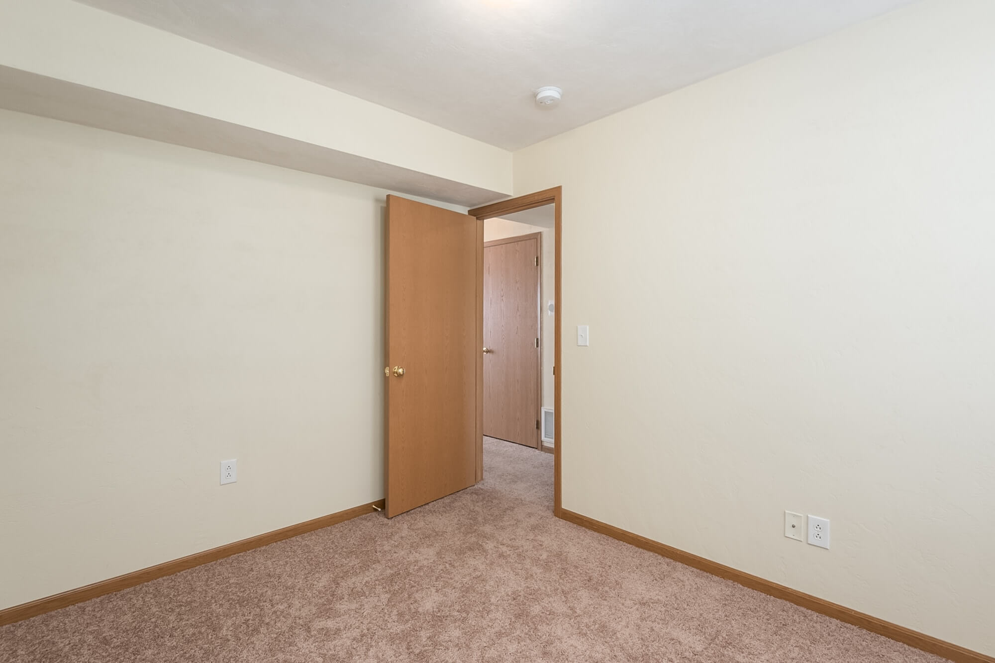 Three Bedroom Apartment In Lebanon, Illinois