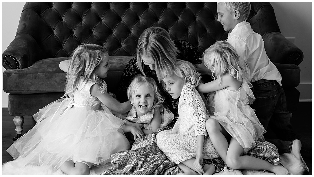 Tessa_marie_photography_family_portrait_photographer_mother_daughter_family_sessions_timeless_elegance_Vogue_magazine_style_portraits_contemporary_portraits_0208.jpg