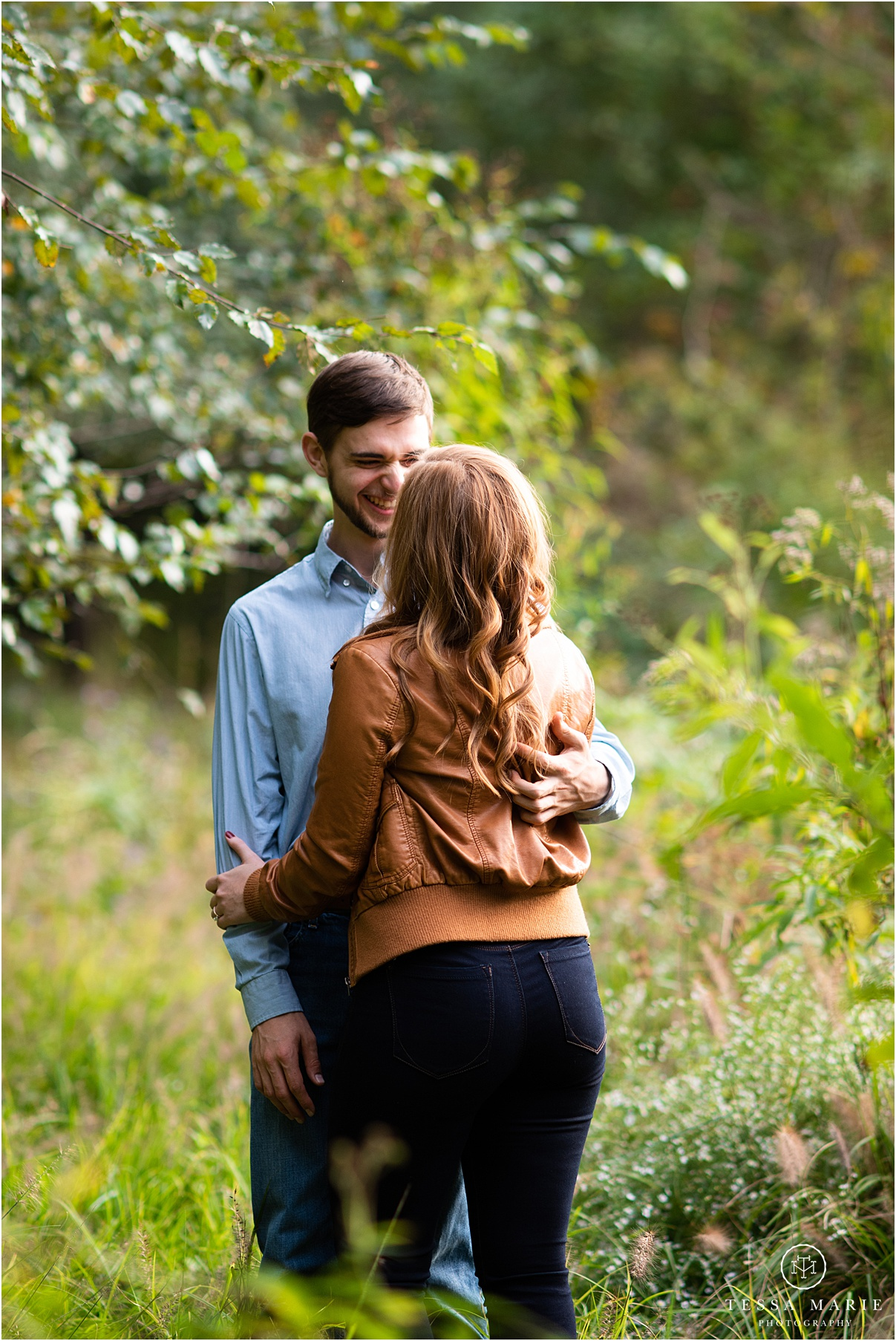Tessa_marie_photography_wedding_photographer_engagement_pictures_river_engagement_0003.jpg