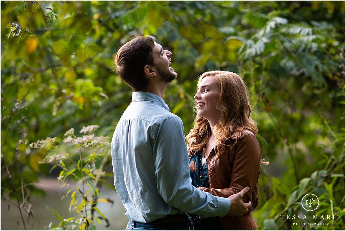 Tessa_marie_photography_wedding_photographer_engagement_pictures_river_engagement_0004.jpg