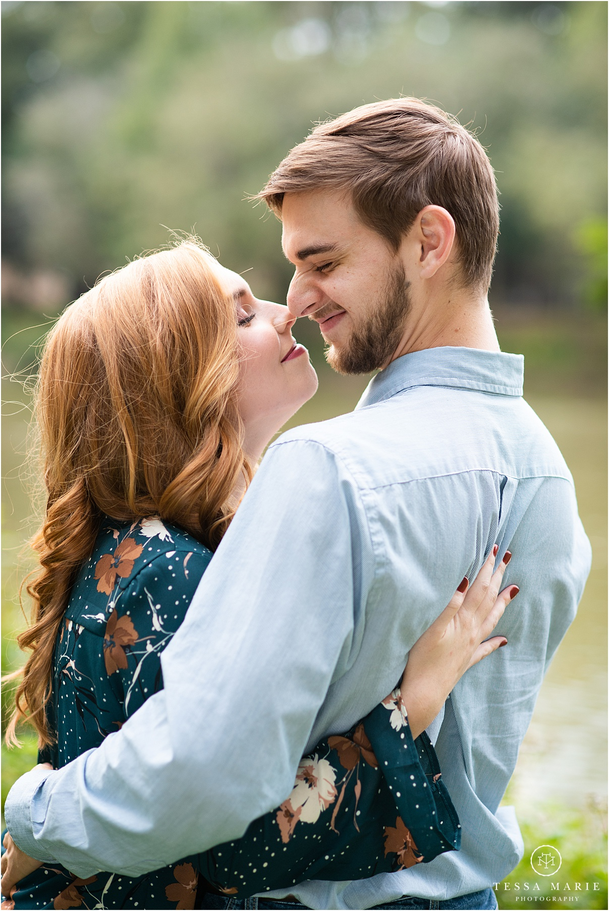 Tessa_marie_photography_wedding_photographer_engagement_pictures_river_engagement_0007.jpg