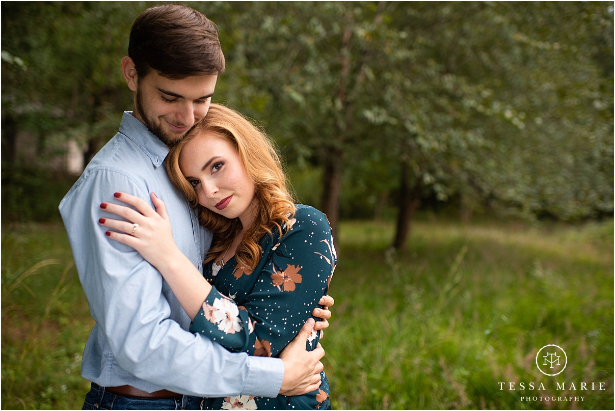 Tessa_marie_photography_wedding_photographer_engagement_pictures_river_engagement_0013.jpg