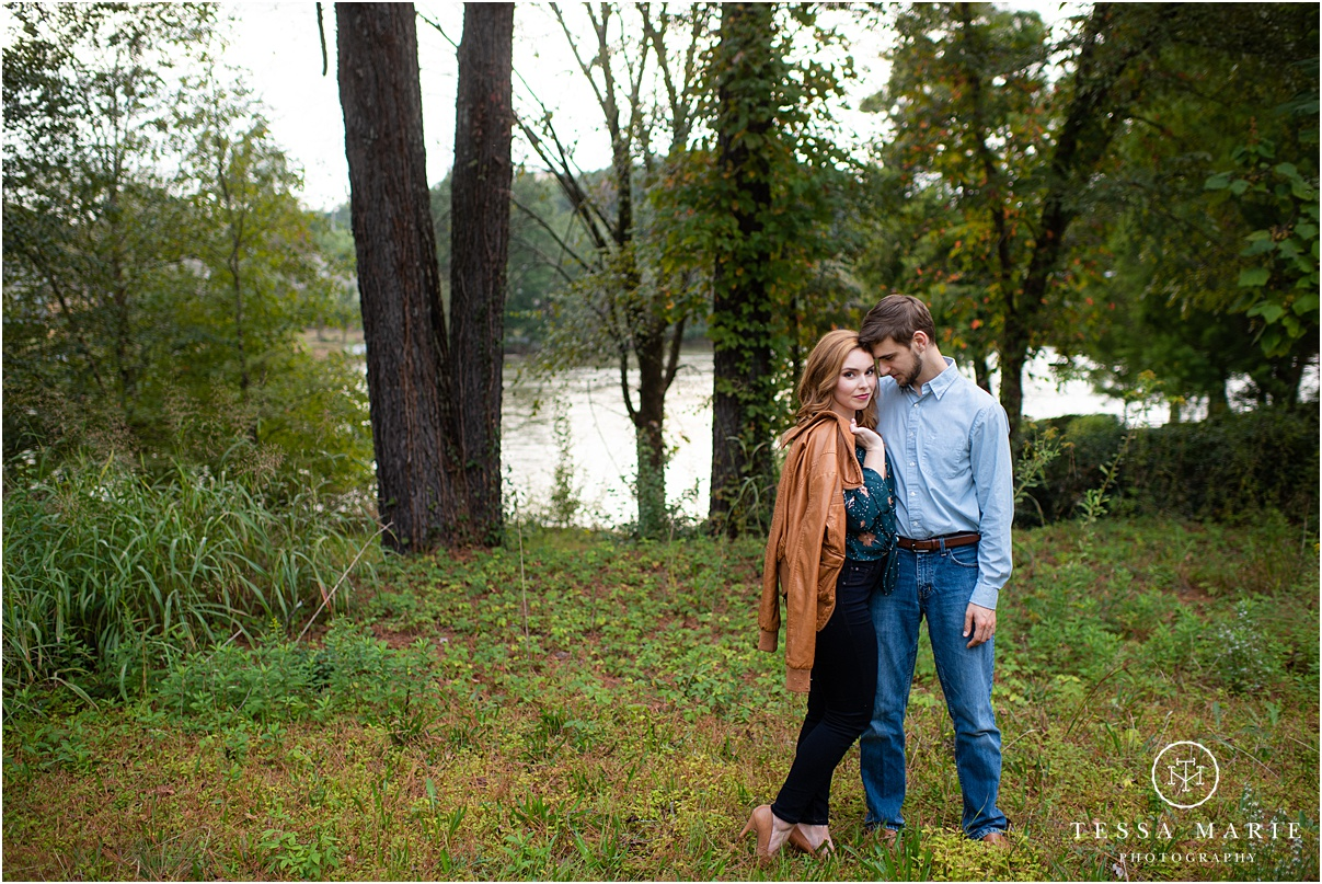Tessa_marie_photography_wedding_photographer_engagement_pictures_river_engagement_0015.jpg