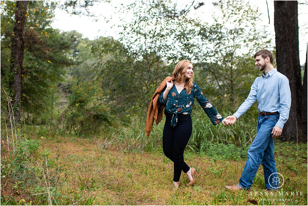 Tessa_marie_photography_wedding_photographer_engagement_pictures_river_engagement_0017.jpg