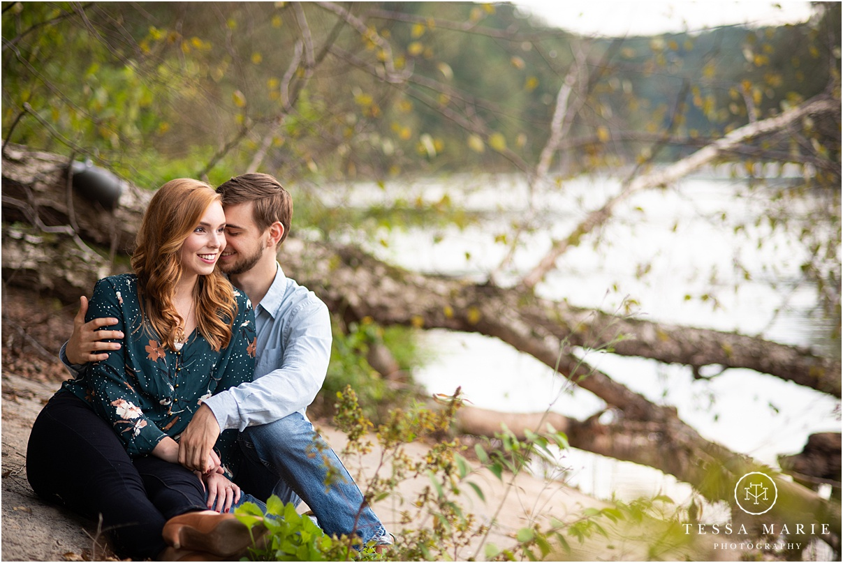 Tessa_marie_photography_wedding_photographer_engagement_pictures_river_engagement_0022.jpg