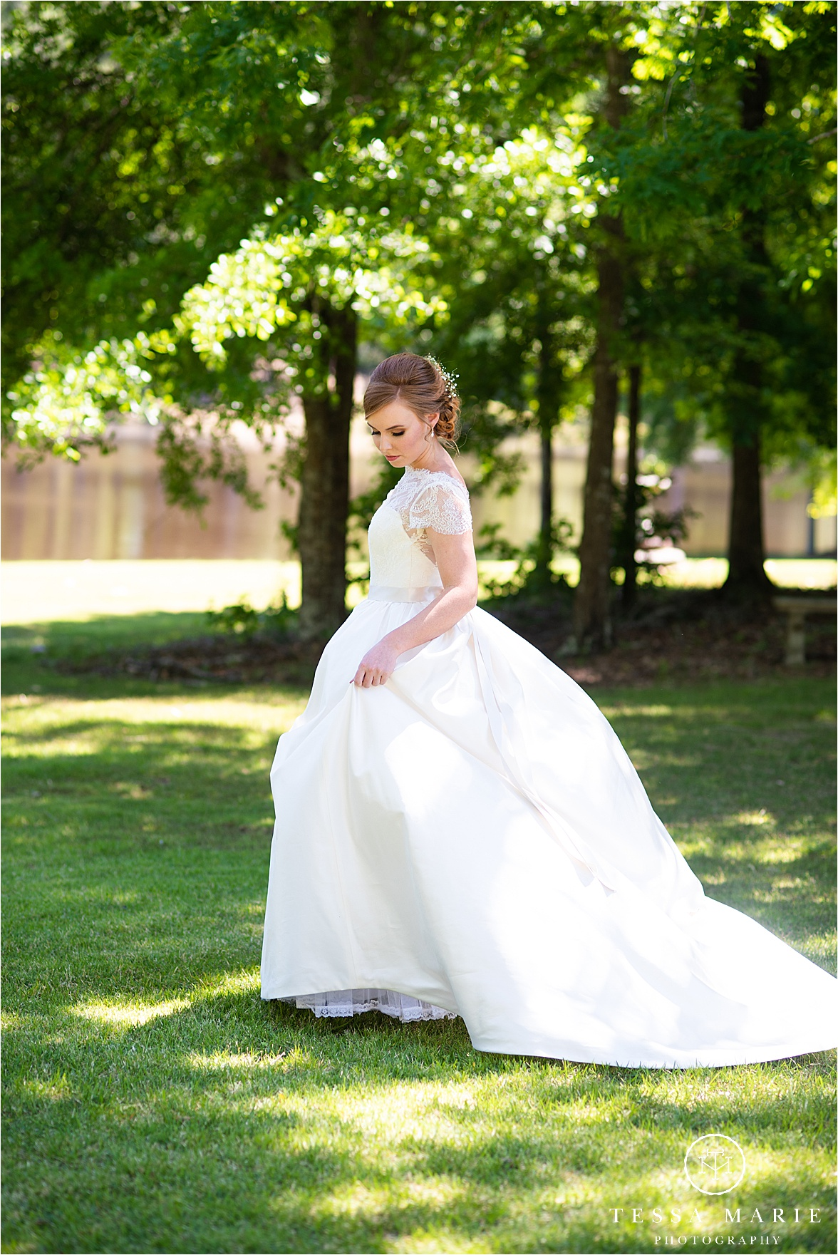 Tessa_marie_weddings_columbus_wedding_photographer_wedding_day_spring_outdoor_wedding_0031.jpg