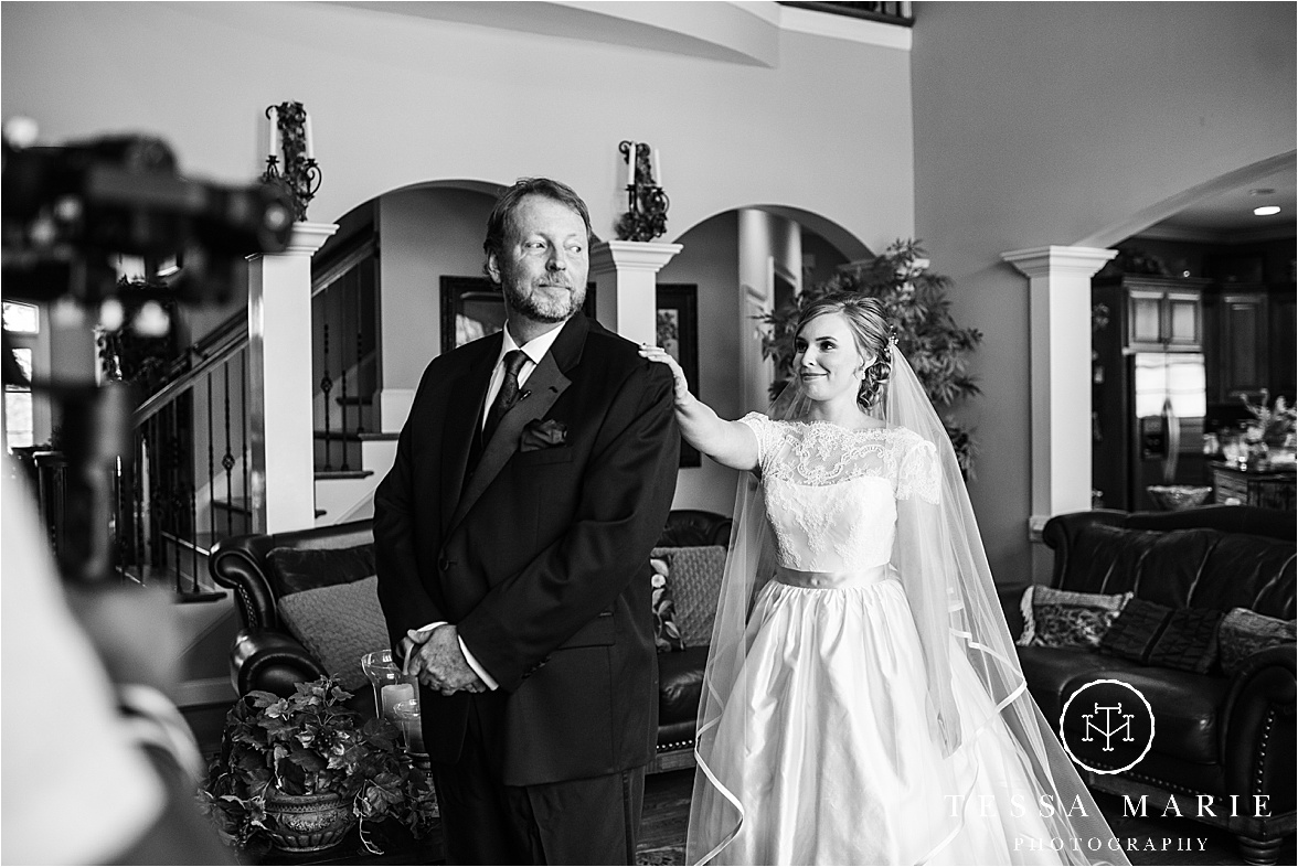 Tessa_marie_weddings_columbus_wedding_photographer_wedding_day_spring_outdoor_wedding_0036.jpg