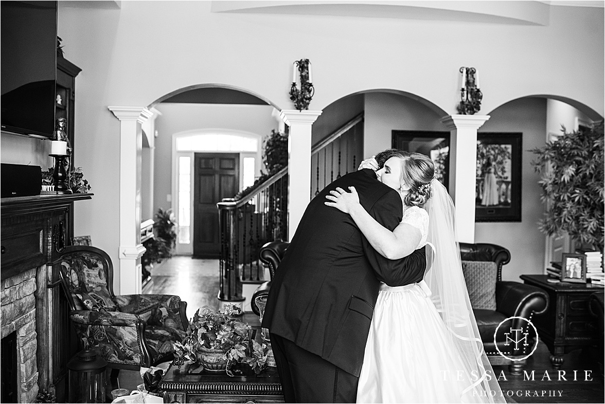 Tessa_marie_weddings_columbus_wedding_photographer_wedding_day_spring_outdoor_wedding_0038.jpg