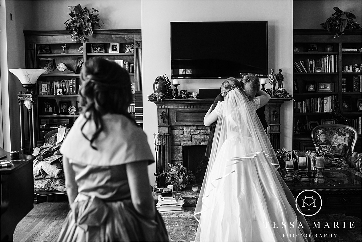 Tessa_marie_weddings_columbus_wedding_photographer_wedding_day_spring_outdoor_wedding_0039.jpg