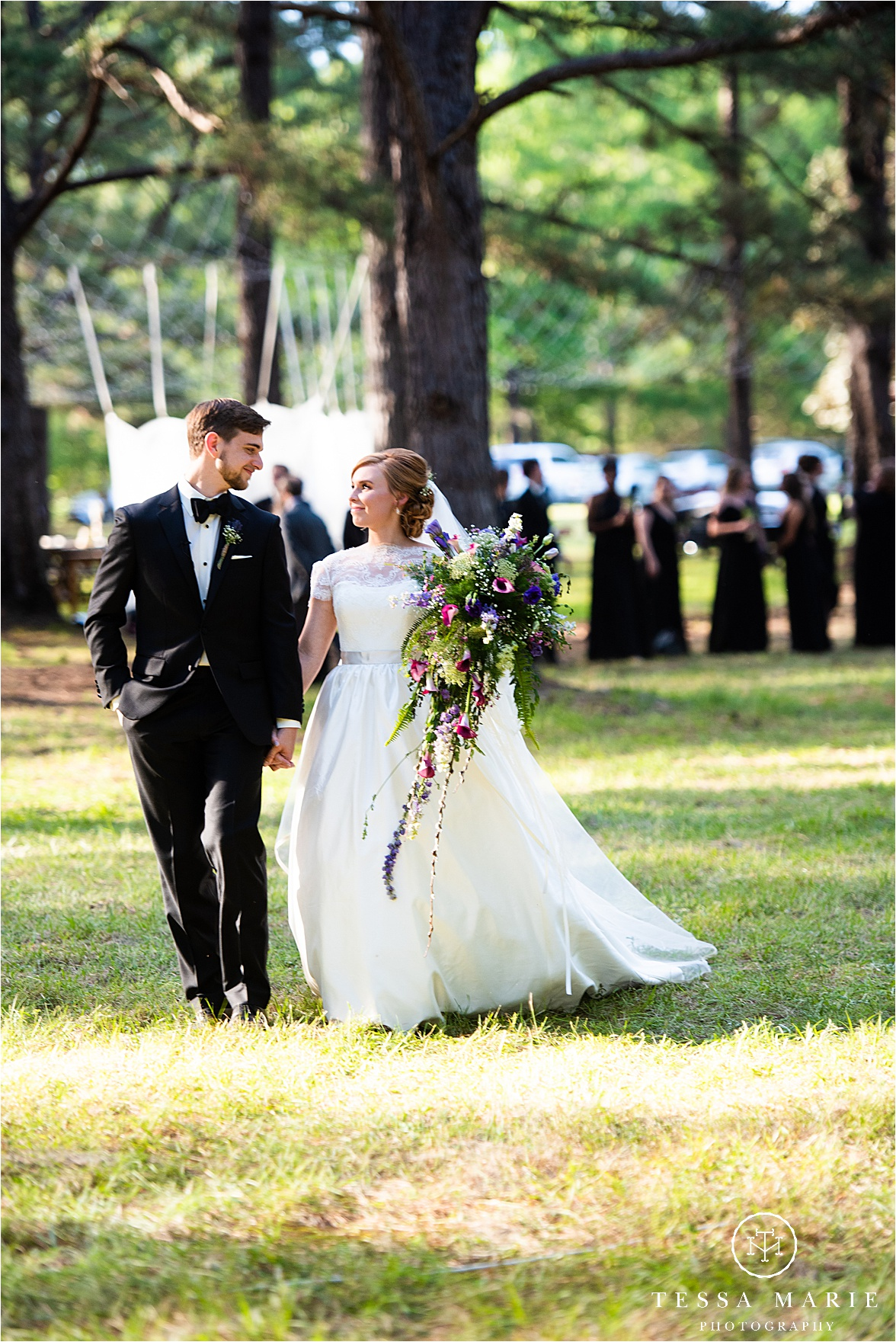Tessa_marie_weddings_columbus_wedding_photographer_wedding_day_spring_outdoor_wedding_0100.jpg