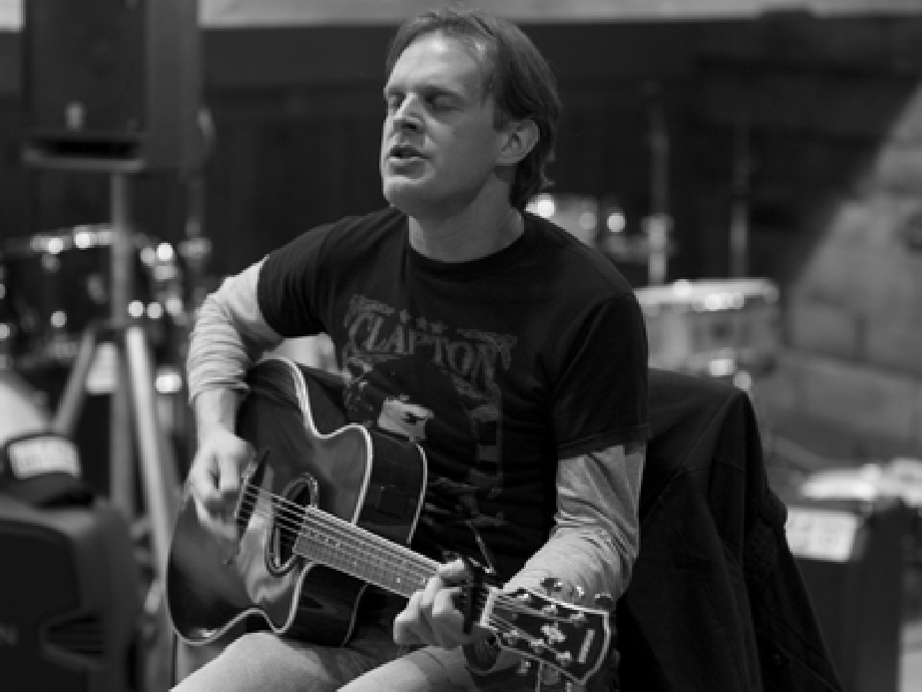 Joe Bonamassa at Mom's Music before his March 6th show at... - Kentuckiana Blues News, April 2009