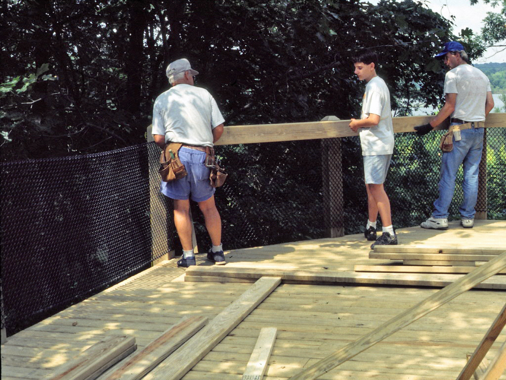 Building Deck 2.JPG