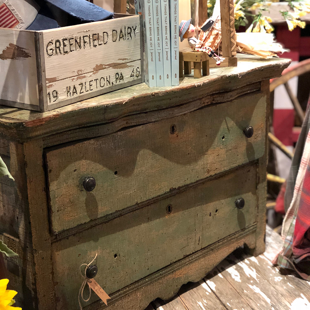 2 Drawer Dresser - Chippy green and very cute