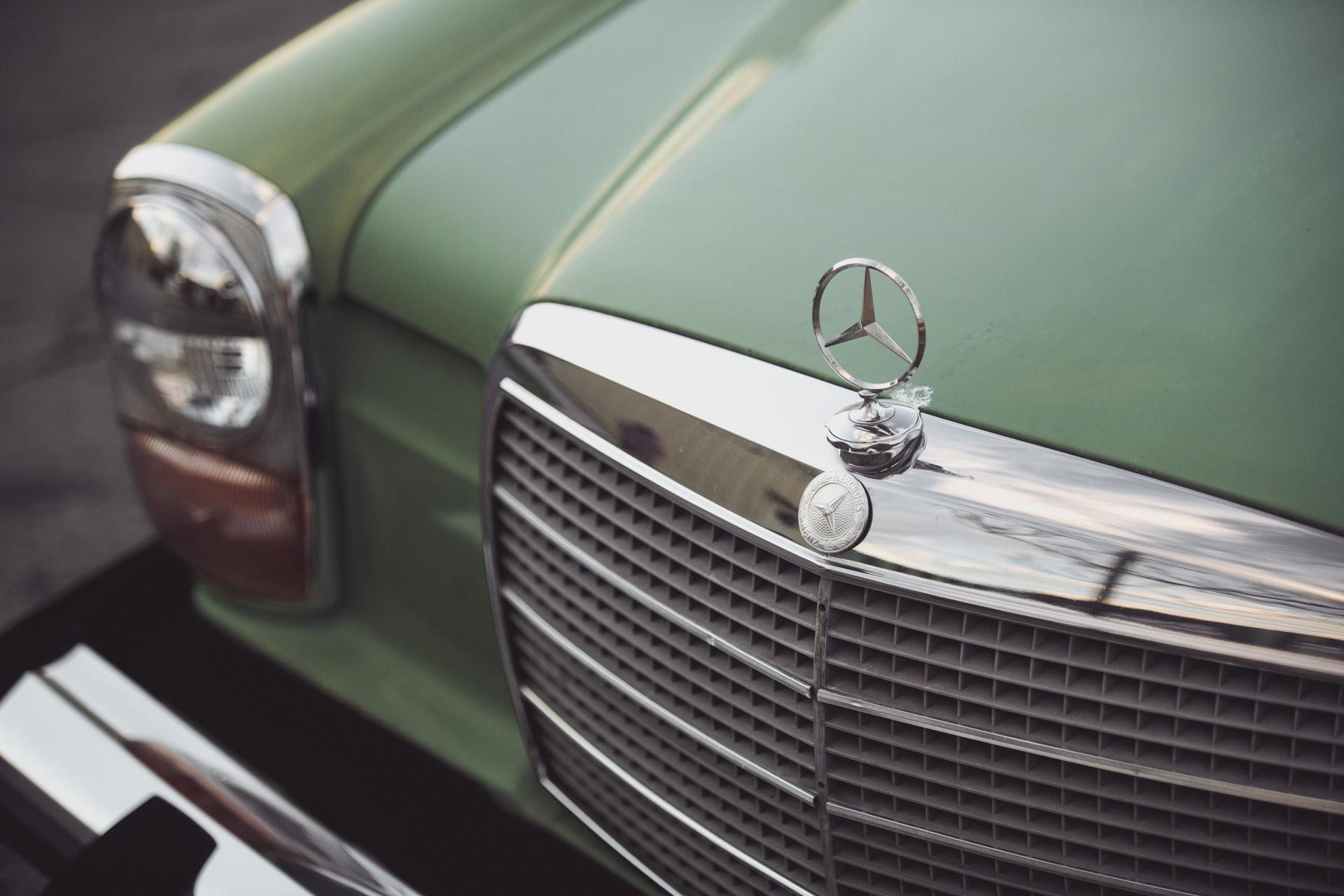 Mercedes240-7.jpg