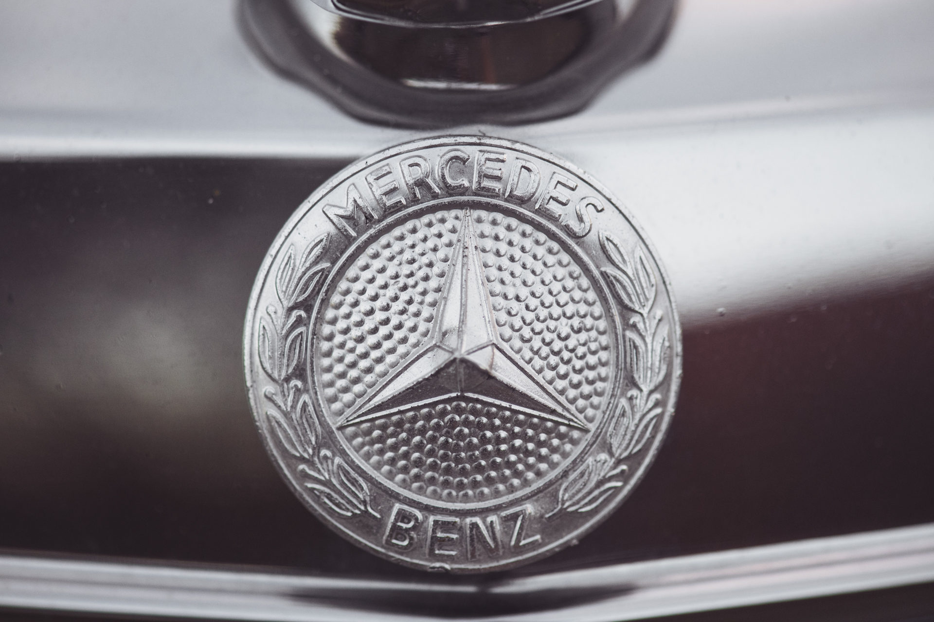 Mercedes240-17.jpg