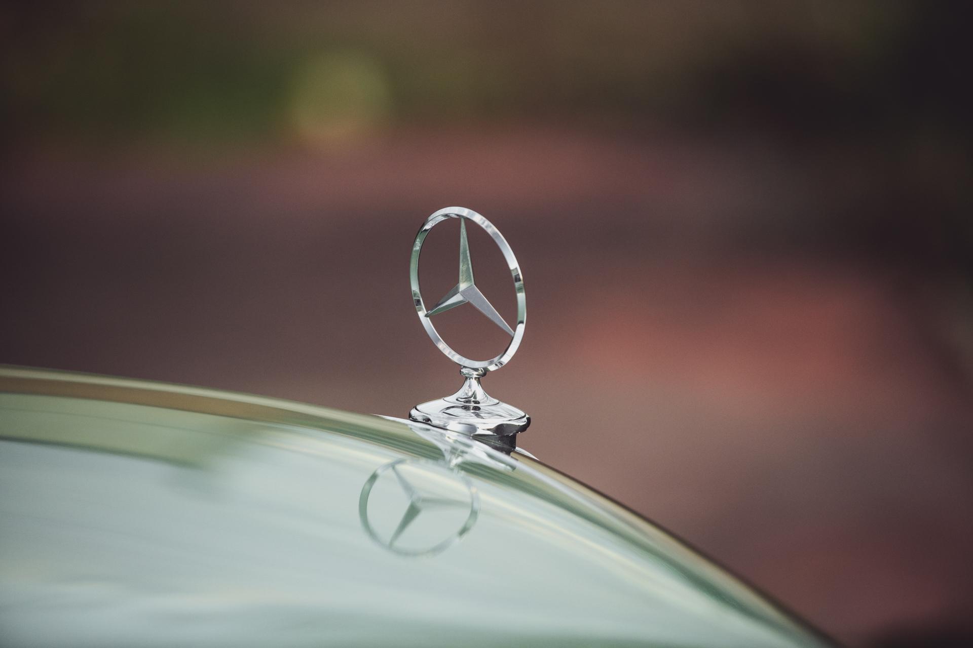 Mercedes240-6.jpg