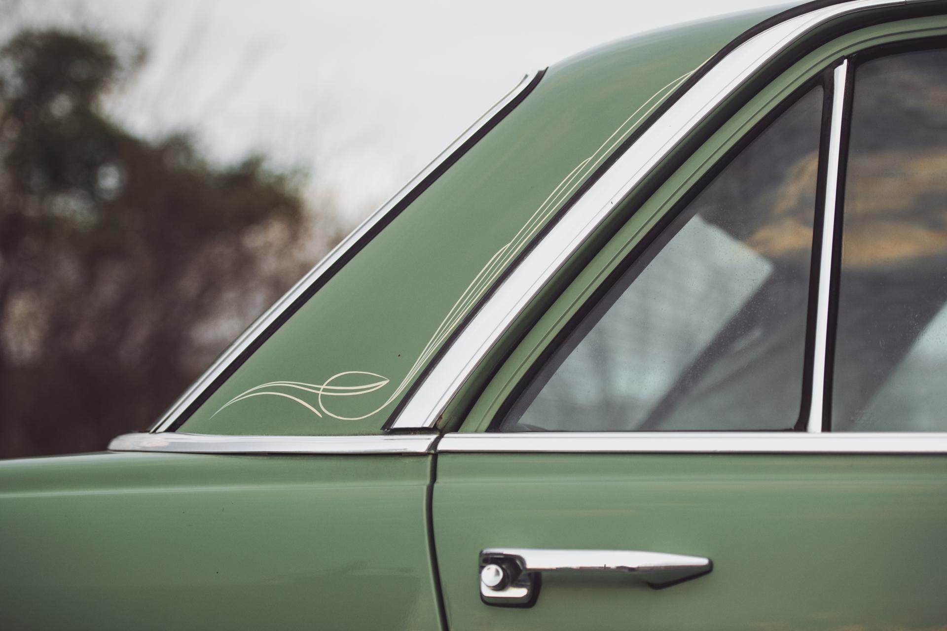 Mercedes240-5.jpg