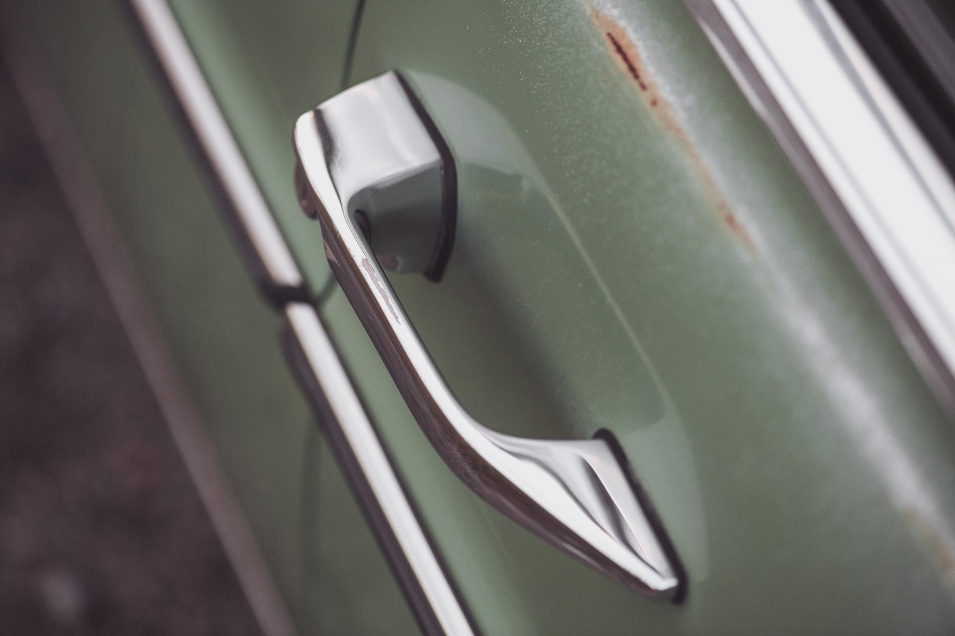 Mercedes240-16.jpg