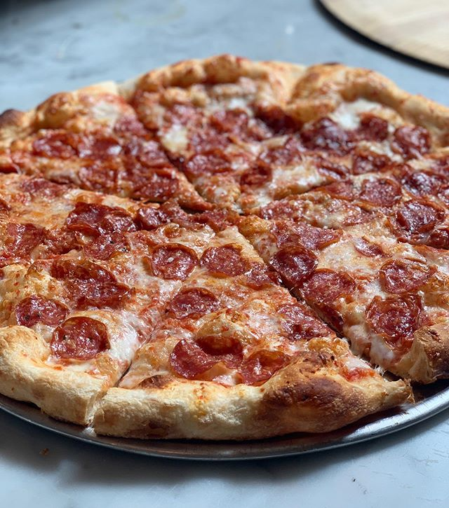 😍It's a love affair!🍕#pepperoni #theclassics#wedeliver#truelove