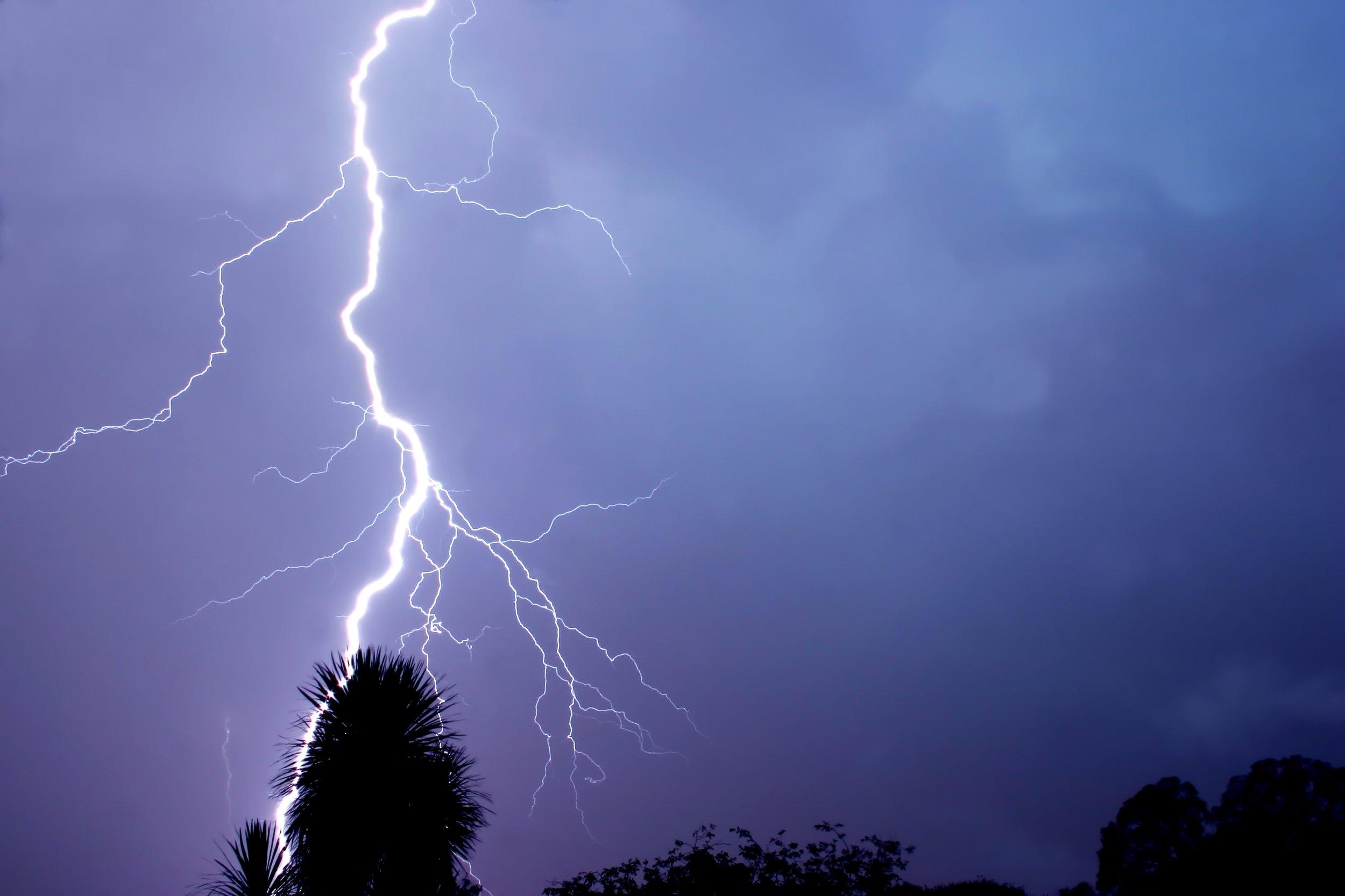 lightning strike 2.jpg