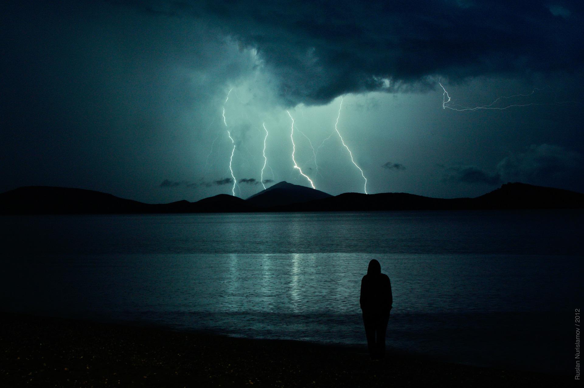 lightning-962789_1920.jpg