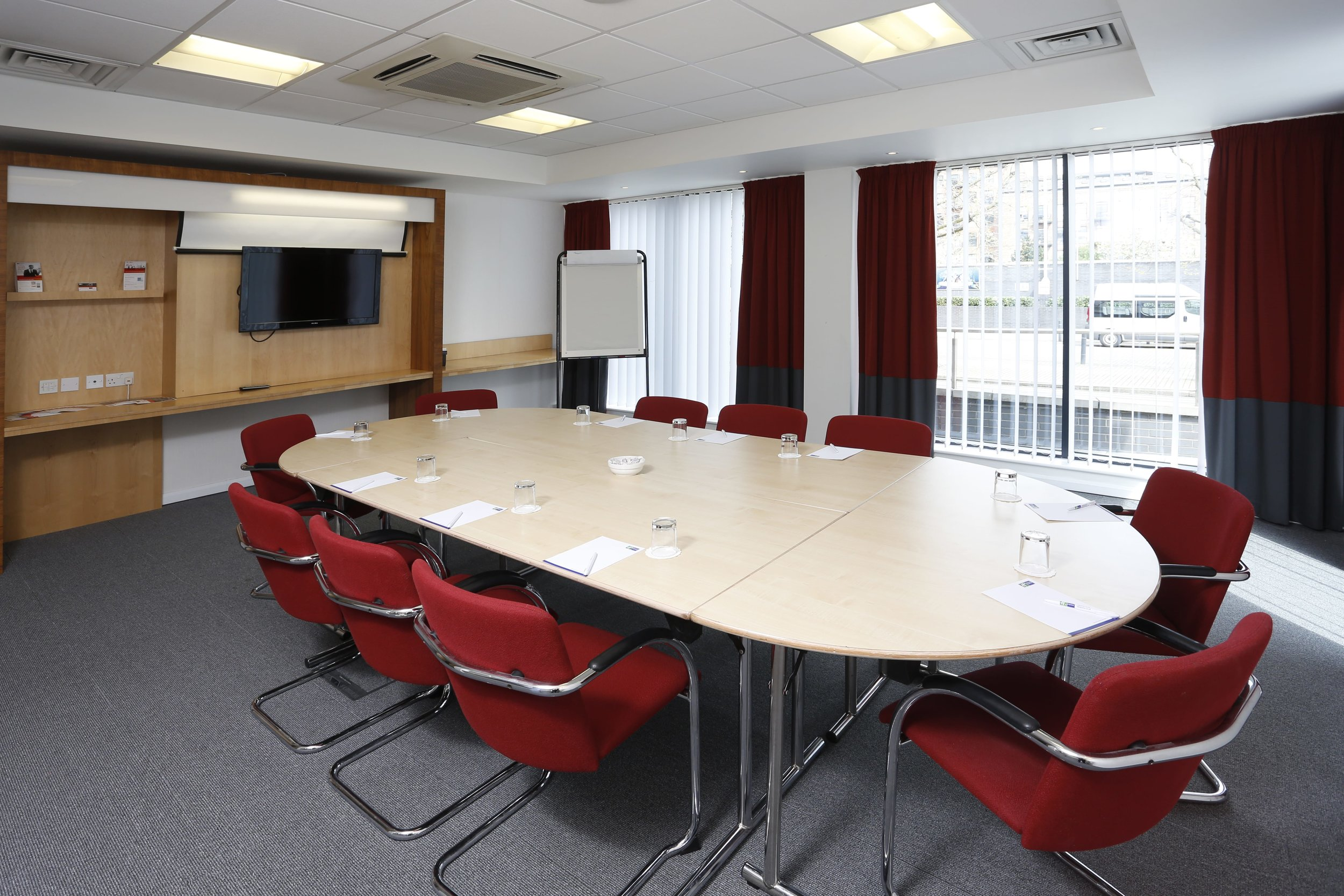 Meeting-room-Oval-min.jpg