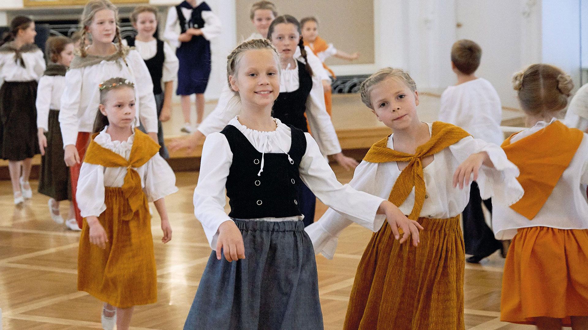 NL161015-005_Ballettschule-16zu9.jpg
