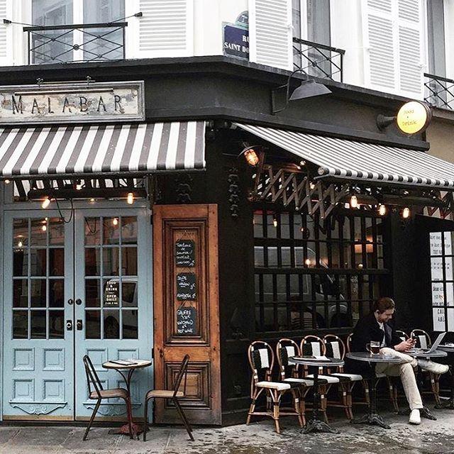 En terrasse à Paris? | Parisian terrasse anyone? 📸by @crazycatladyldn #paris . . . . . . . #facadebleue #enterrasse #paris #bluedoors #parisiancafe #learnfrench #learnfrenchlanguage #frenchwords #languagelearning #languageschool #learnlikeanative #lingo #lingoeducation #nativetutors #photooftheday #instagood #instadaily #fortheloveoffrance