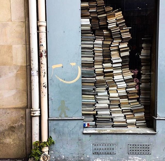 Worry less, read more and learn more 📚🙏🏻 Some of our New Years resolutions... What's your favourite book? - 🇫🇷 Quel est votre livre préféré? . . . . . . . . .  #ruevivienne #paris #bookstore #bookstagram #jaimelire #resolution2019 #favouritebook #livrestagram #stories #learn #lingo #learnfrench #learnspanish #learngerman #learnitalian #learnenglish #learnportuguese #learnjapanese #learnmandarin #learnarabic #learnrussian #nyresolution #languages #languagelearning