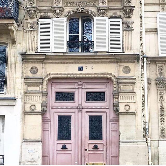 Journée internationale de la #francophonie 🇫🇷💗 Get £50 off our French courses until March 31st #enfrançais #learnfrench #languefrançaise  #frenchconversation #jeparlefrançais #paris #façadesparisiennes #parisisalwaysagoodidea🇫🇷 #french