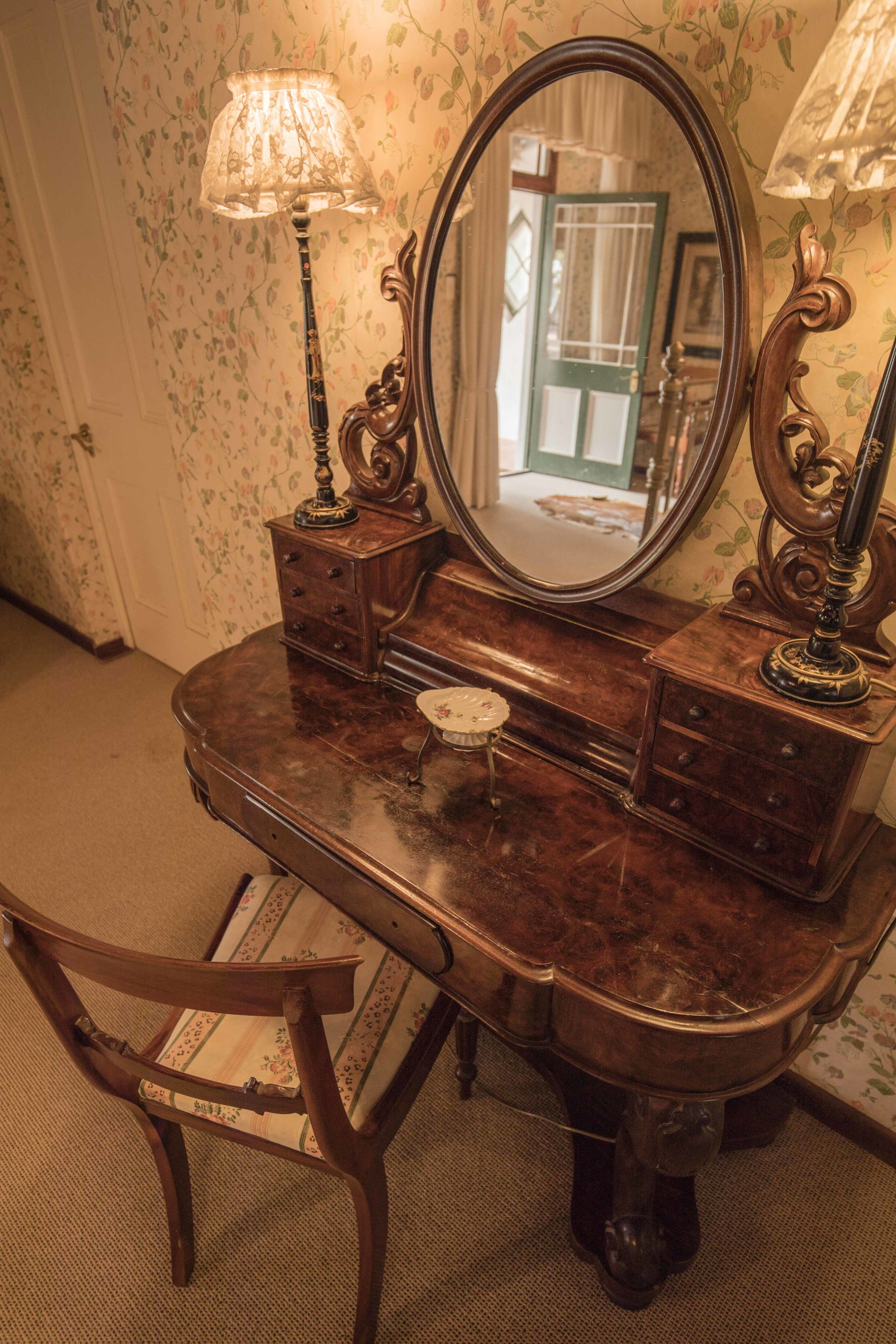 victorian sweet peA DRESSING TABLE