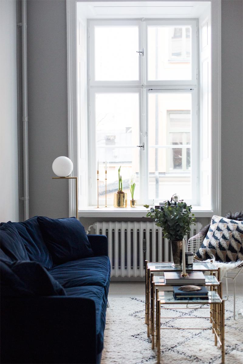 Blue-velvet-couch1.jpg