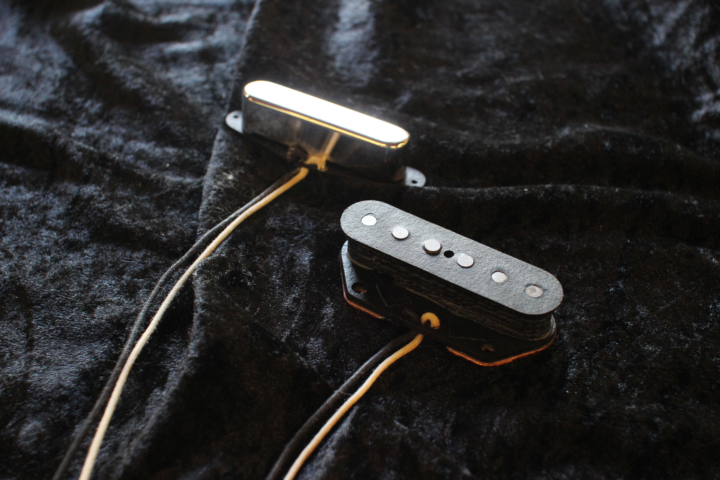 '54 Twang Man - Into the mid 50's and the pickups become a little more standardised. Staggered magnet and a cooler wind for that classic Twangy Tele Tone.