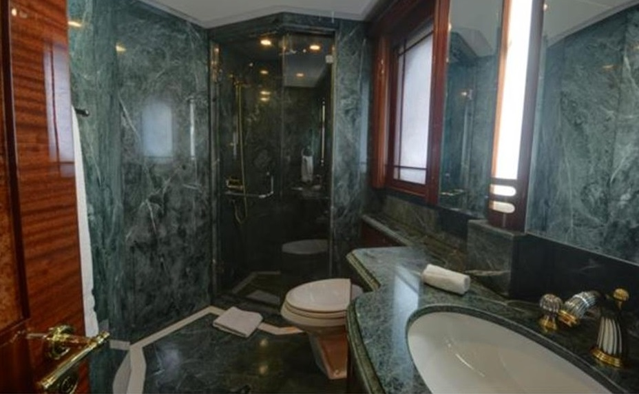 Luxury Charter Yacht Lady Leila En Suite Bath