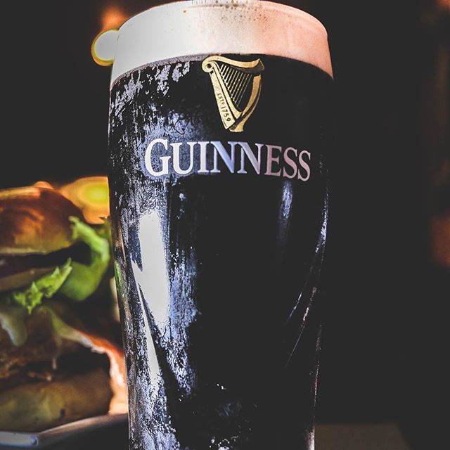 Pints ready at #pjmorans, Quench that #thirstythursday thirst + game night ☘️🏈 #gamenighthursdays