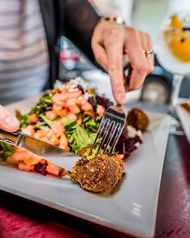 Don't FALAFEL , kick off this #fathersday weekend at @pjmoransnyc better 🥗 🥂 . . . . #rockefellercenter #nycrestaurants #pjmoransnyc #weekendbrunch