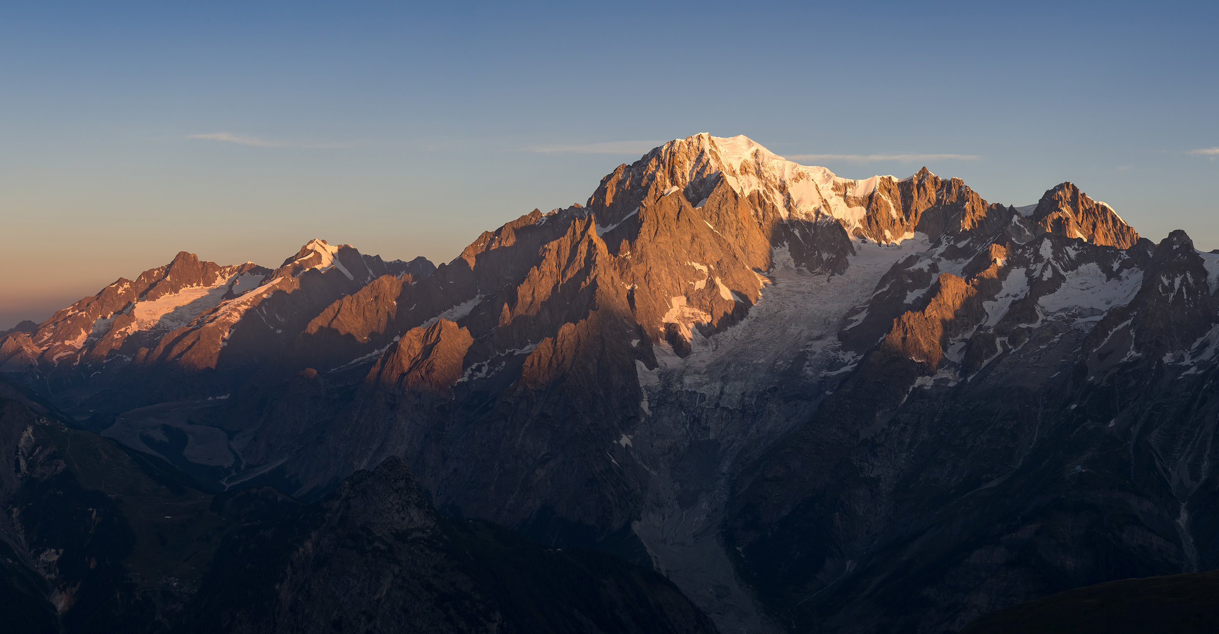A panoramic shot of Mont Blanc shot from Tête de Licony (August 2018). Credit Ben Tibbetts.
