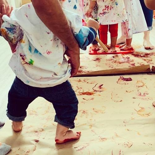 """""""Cuando empezamos en La Naranja ella ni siquiera gateaba.. Fue algo tan natural estar aquí... Juntos fuimos superando todos los obstáculos en el proceso. Hay un corazón tan grande en La Naranja que nos damos cuenta que es invaluable todo lo que va quedando grabado en su corazón..."""" . . . #testimoniosalanaranja #familiasalanaranja #educaciónsiglo21 #interiordevelopment"""