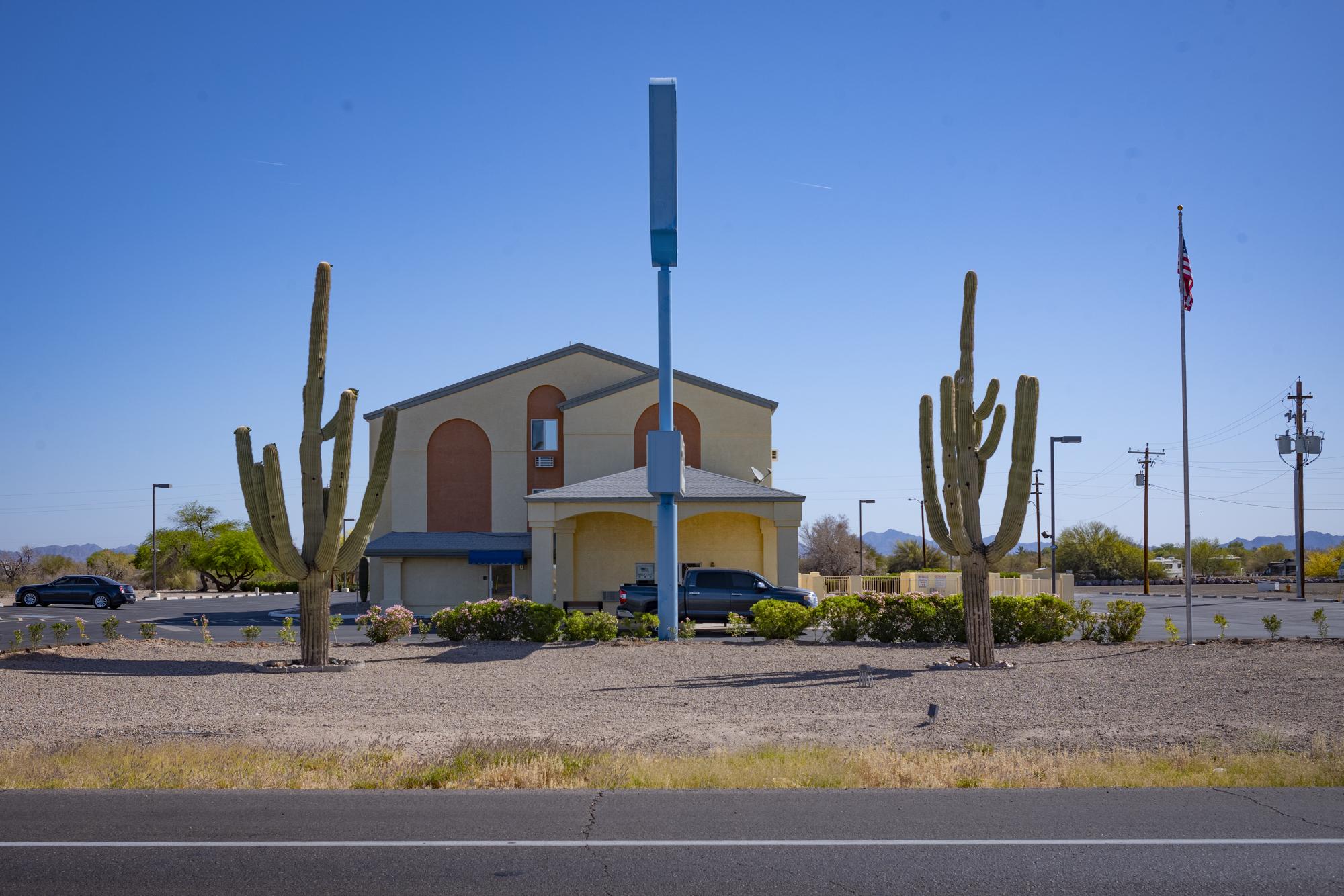 cactus_motel.JPG