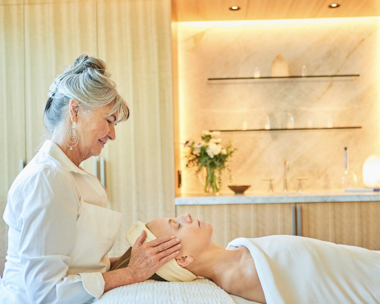 COLORFUL COLORADO - ORGANIC SPA MAGAZINE by Becca HensleySpa sanctuaries that offer balneotherapy, reflexology, hiking and healing waters.