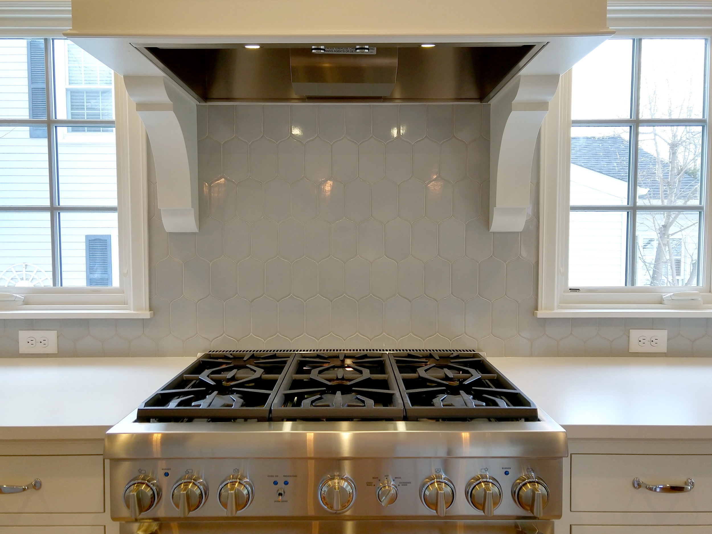 highland-park-kitchen-tile-and-hood-exhaust.jpg
