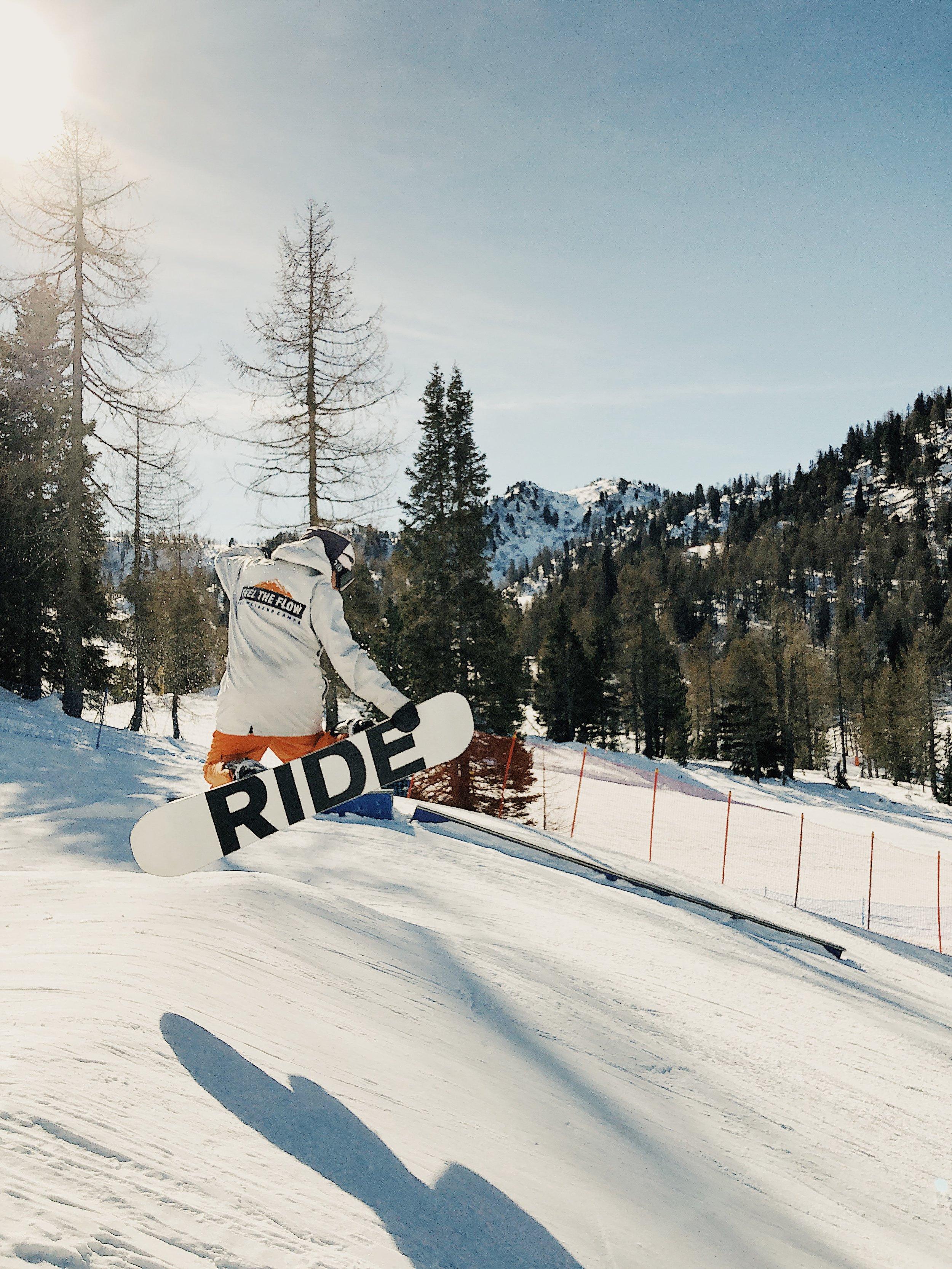 Filip uczy mnie skakać w snowparku, jeszcze się nie nauczyłem ;)