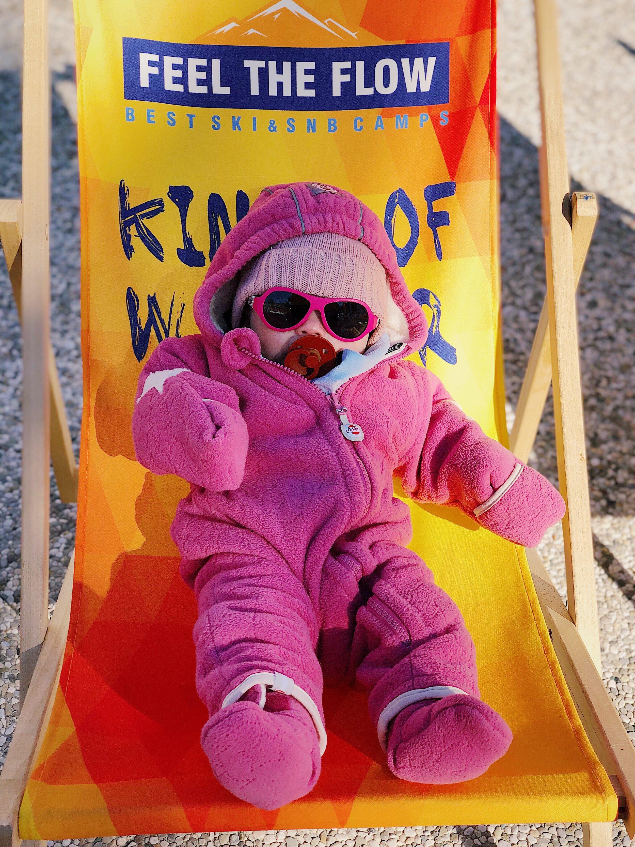 Moja córka codziennie spędzała kilka godzin na świeżym alpejskim powietrzu, na szczęście jak jeździłem w Polsce, to została z mamą w domu ;)